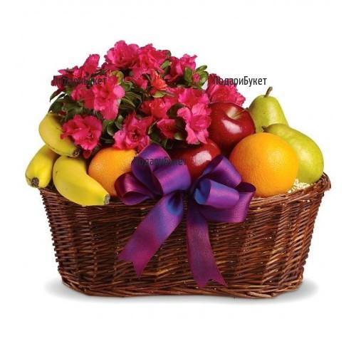 Доставка на кошница с плодове и азалия в саксия