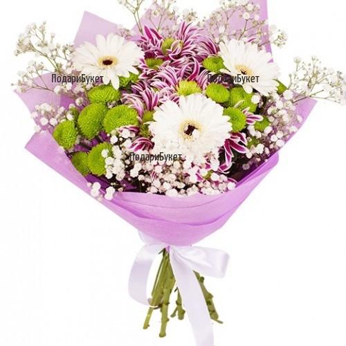 Доставка на букет от разнообразни хризантеми и луксозна опаковка