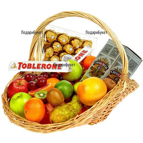 Луксозен подарък, комплект плодове, шоколад и уиски