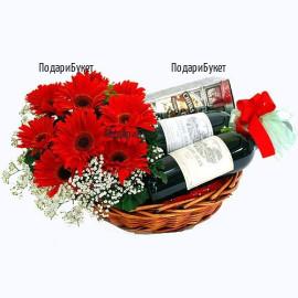 Доставка на подарък за мъже - уиски, вино и цветя в кошница