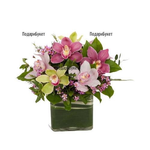 Онлайн поръчка на аранжировка от цветове на орхидея