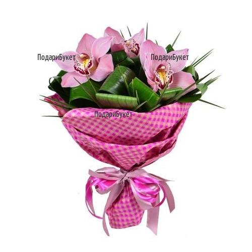 Поръчка и доставка с куриер на Букет от орхидеи и зеленина