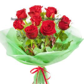Доставка на букет от 9 червени рози и зеленина с опаковка