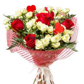 Доставка на букет от червени рози и бели спрей рози