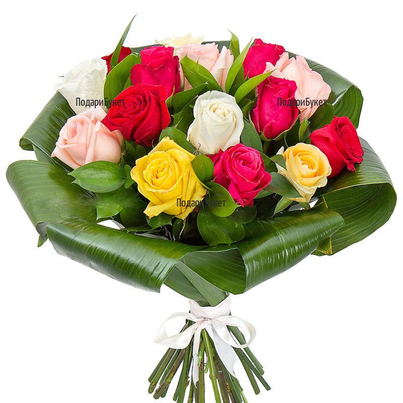 Поръчка и доставка на обемен букет от разноцветни рози и зеленина