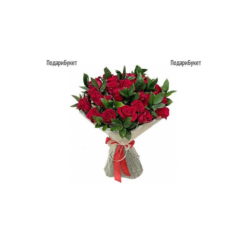 Доставка на букет от 31 червени рози и зеленина
