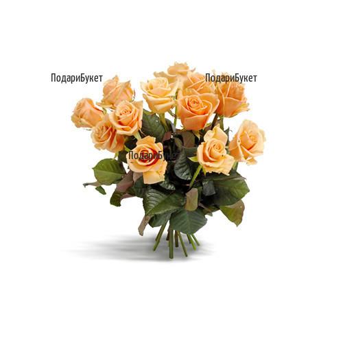 Доставка на букет от оранжеви рози и зеленина.