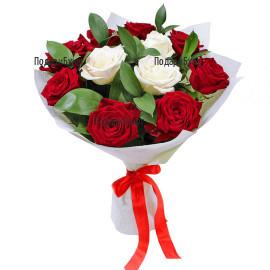 Доставка на класически букет от рози и зеленина