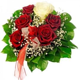 Доставка на цветя и букети от рози с куриер