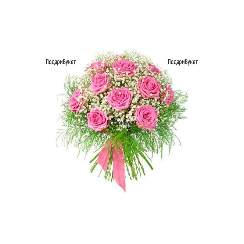 Доставка на розов букет от рози и гипсофила
